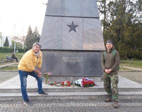 Pomníky, ruský zabiják … a čerstvá oběť na obzoru?
